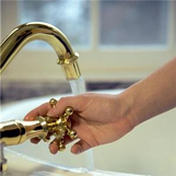 fechar torneira
